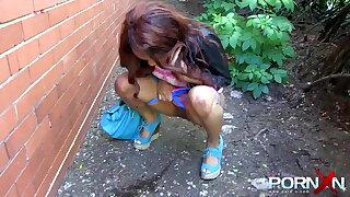 Ebony babe Kiki Minaj pissing in public